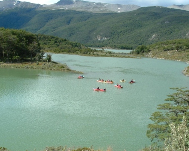 Trekking and canoes - National Park